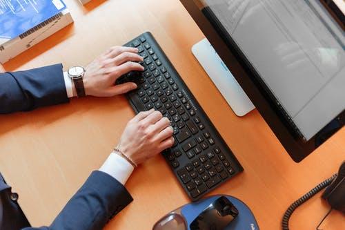 """Programul """"Euro 200"""" pentru studenți – achiziție de computere personale"""